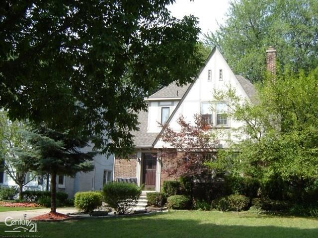 797 Lincoln, Grosse Pointe, MI 48230 (MLS #31387461) :: The Tom Lipinski Team at Keller Williams Lakeside Market Center