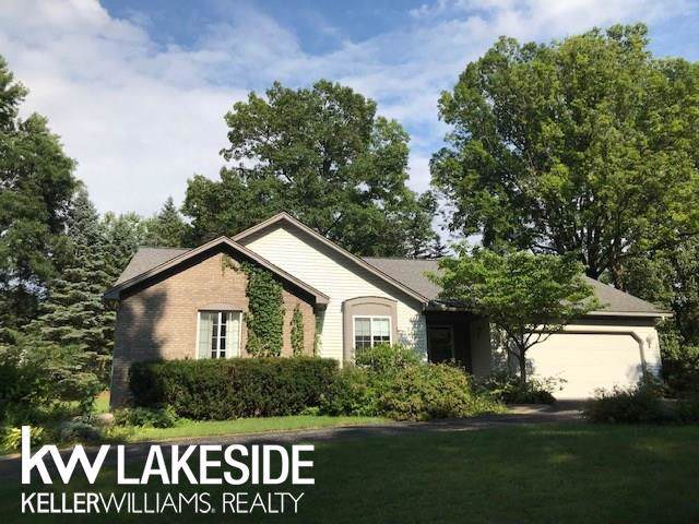 9122 Michigamme Rd, Clarkston, MI 48348 (MLS #31389279) :: The Tom Lipinski Team at Keller Williams Lakeside Market Center