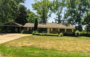 4798 Sundale Dr, Clarkston, MI 48346 (MLS #2200051154) :: Scot Brothers Real Estate