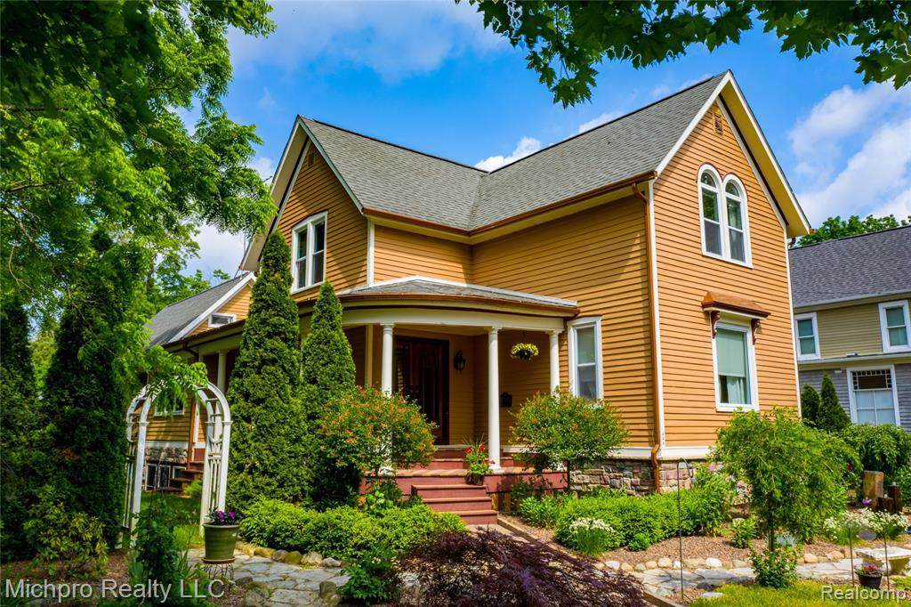 629 Calhoun St - Photo 1
