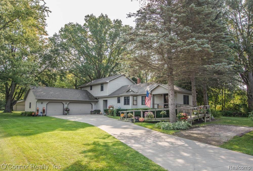 305 Michigan - Photo 1