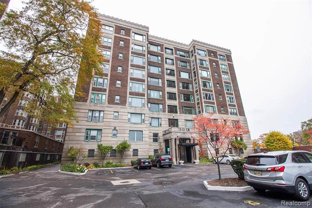 8120 E Jefferson Ave - Photo 1