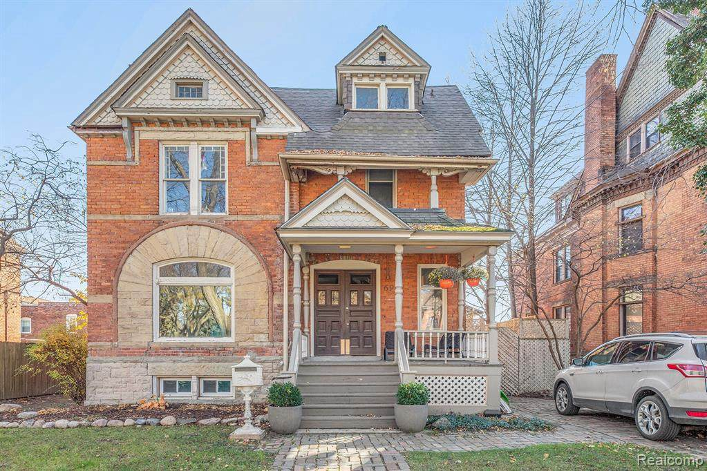 691 Canfield St - Photo 1