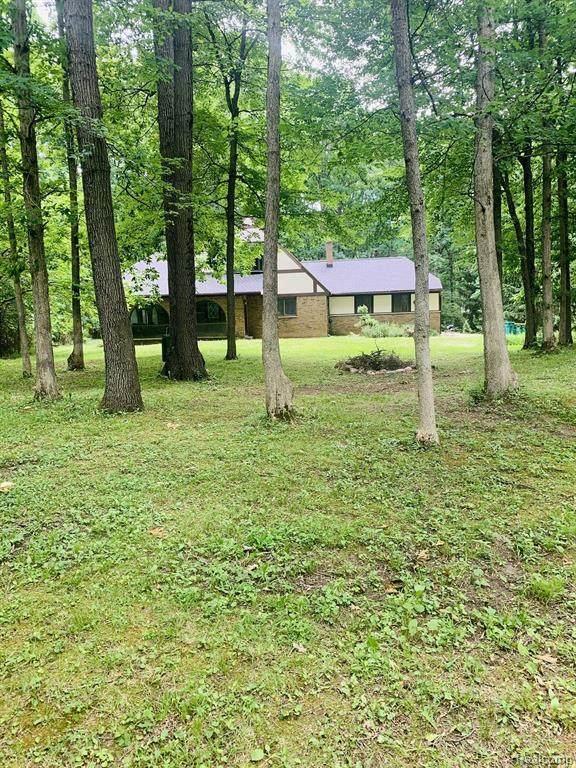 48215 9 MILE RD, Northville, MI 48167 (MLS #2210011346) :: The BRAND Real Estate