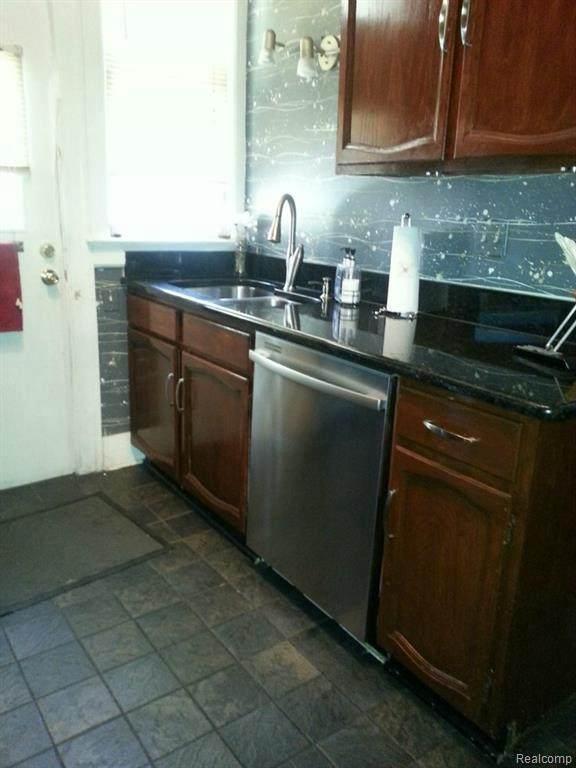 8016 3RD ST W, Detroit, MI 48202 (MLS #2210013754) :: The BRAND Real Estate