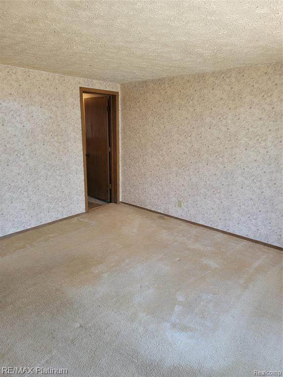 2850 Spring Hill Dr, Howell, MI 48843 (MLS #2210024203) :: The BRAND Real Estate
