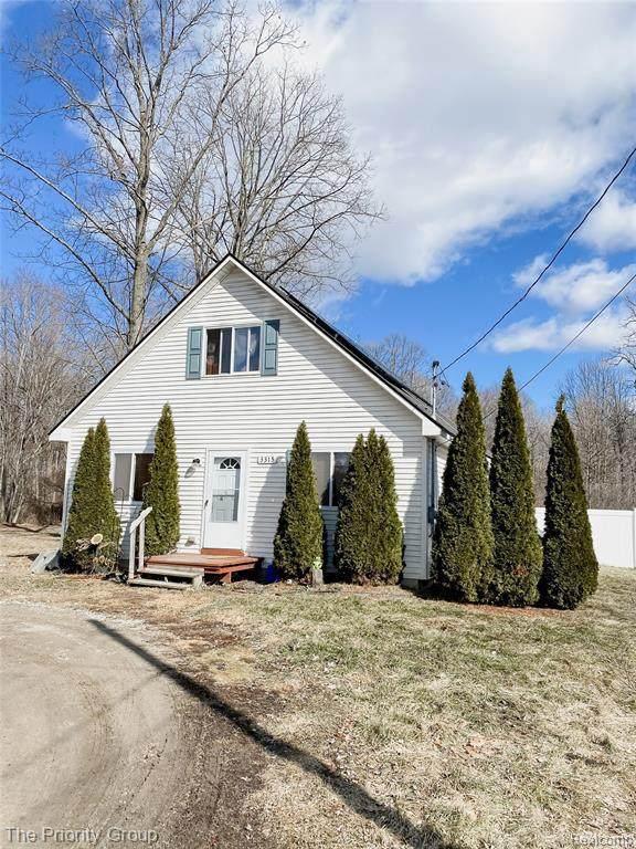 3315 Ellis Park Dr, Burton, MI 48519 (MLS #2210020199) :: The BRAND Real Estate