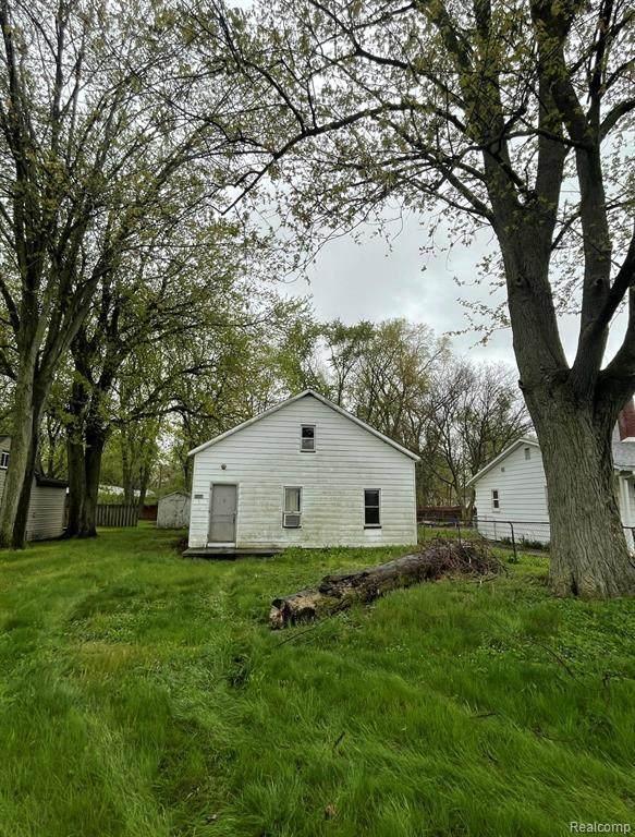 2035 Rose, Carleton, MI 48117 (MLS #2210032119) :: The BRAND Real Estate