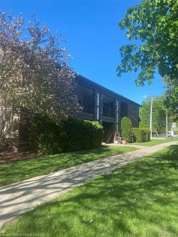 29934 Utica Rd Unit#36-Bldg#3, Roseville, MI 48066 (MLS #2210033337) :: The BRAND Real Estate