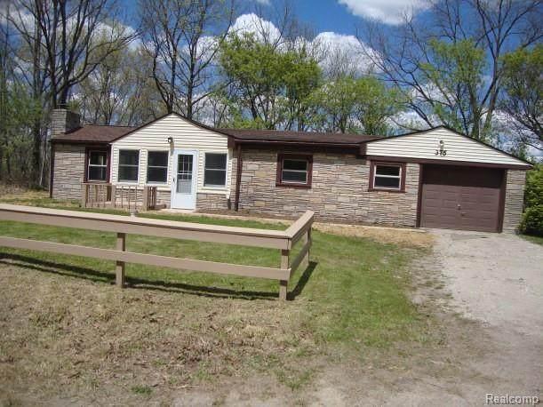375 E Davisburg Rd, Holly, MI 48442 (MLS #2210035244) :: The BRAND Real Estate