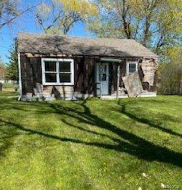 2687 Ohio St, Saginaw, MI 48601 (MLS #2210035487) :: The BRAND Real Estate