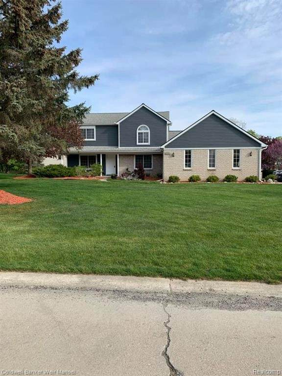 899 River Valley Dr, Lake Orion, MI 48362 (MLS #2210035613) :: The BRAND Real Estate