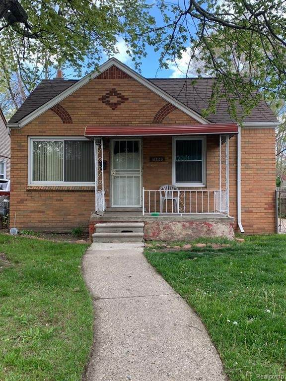 18226 Grandville Ave, Detroit, MI 48219 (MLS #2210035369) :: The BRAND Real Estate