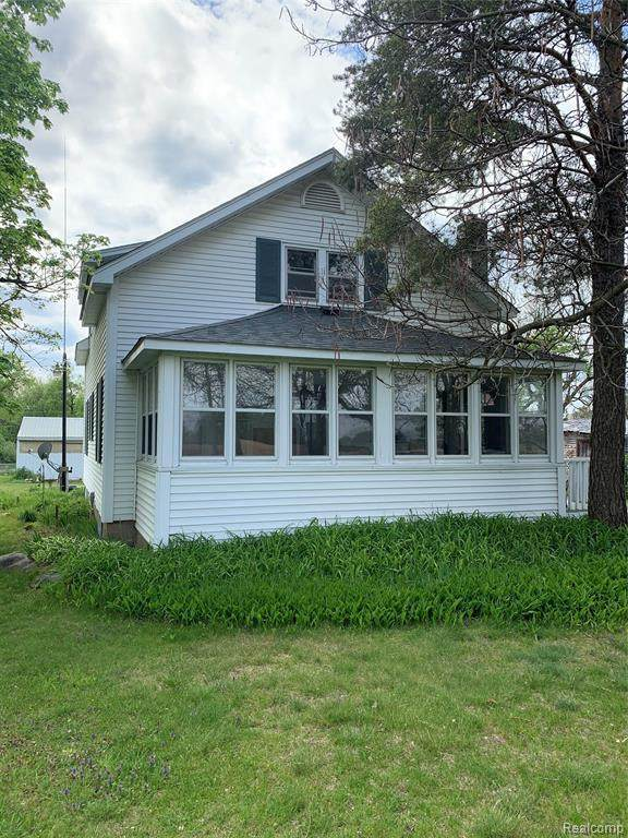 2840 Metamora Rd, Metamora, MI 48455 (MLS #2210037168) :: The BRAND Real Estate