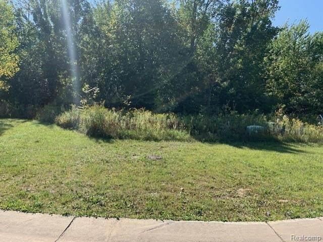 69 Scenic Hollow, Grand Blanc, MI 48439 (MLS #2210039584) :: The BRAND Real Estate