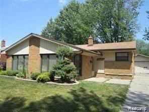 14212 Lyons St, Livonia, MI 48154 (MLS #2210040399) :: Kelder Real Estate Group