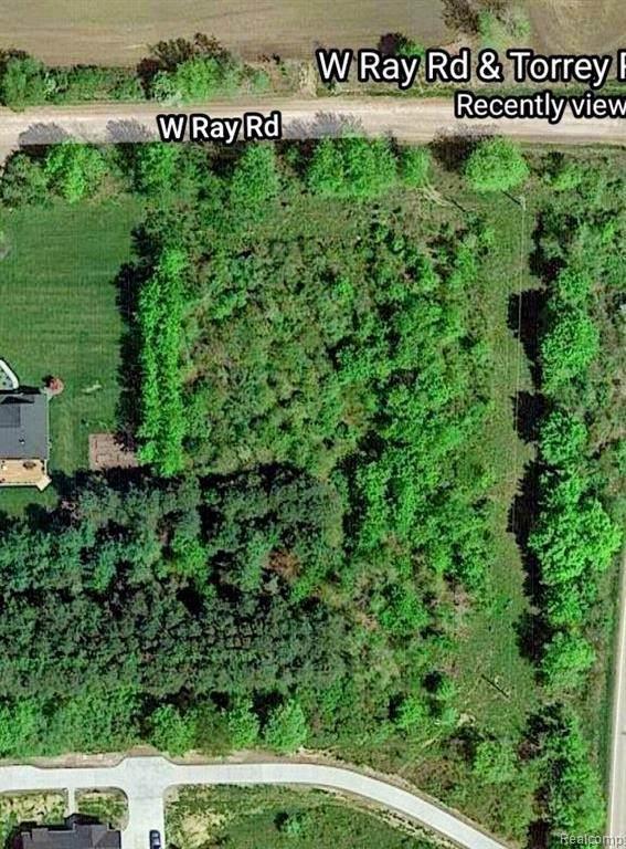 000 Ray Rd, Fenton, MI 48430 (MLS #2210041685) :: The BRAND Real Estate