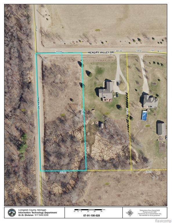 7018 Hickory Valley Dr, Howell, MI 48855 (MLS #2210042142) :: The BRAND Real Estate