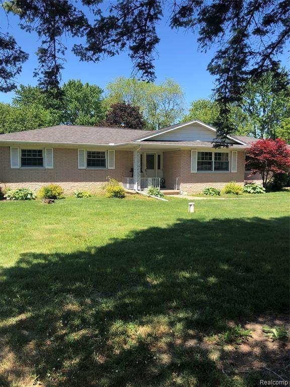 1446 Alcona Dr, Burton, MI 48509 (MLS #2210040479) :: The BRAND Real Estate