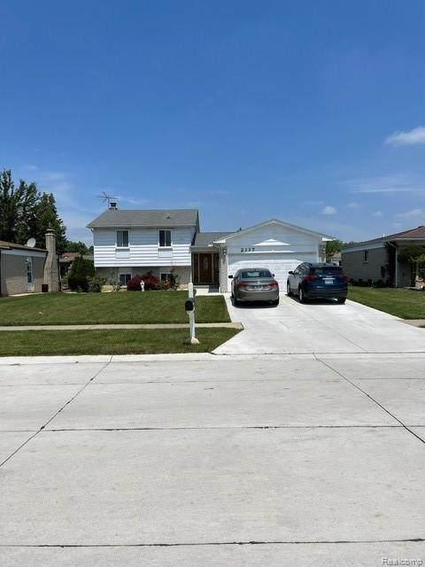 2117 Newell Dr, Sterling Heights, MI 48310 (MLS #2210045738) :: Kelder Real Estate Group
