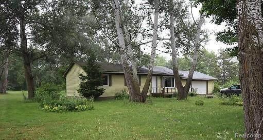 2356 Burke Rd, Fowlerville, MI 48836 (MLS #2210048979) :: Kelder Real Estate Group