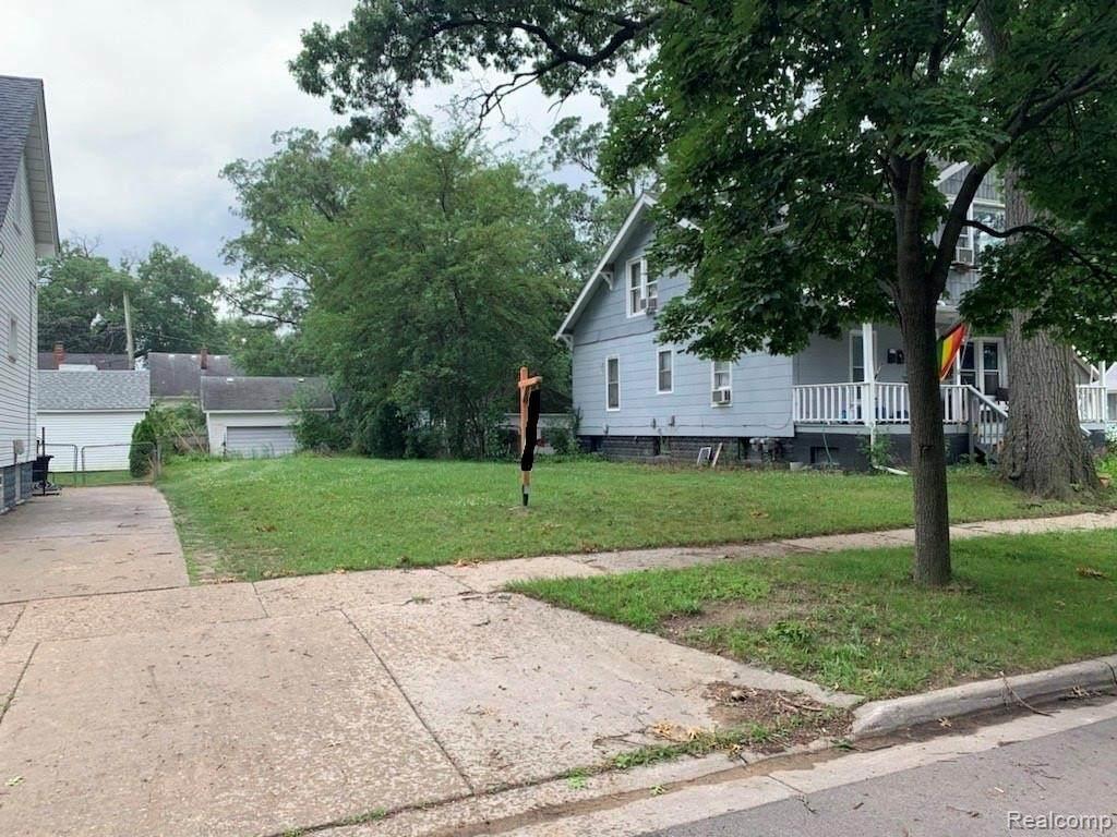 387 Webster St - Photo 1