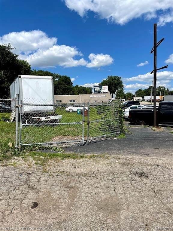 312 W Montcalm St, Pontiac, MI 48342 (MLS #2210058573) :: The BRAND Real Estate