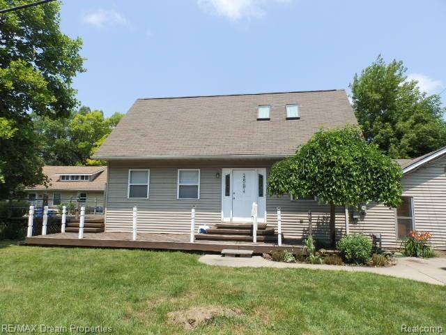 4854 Elizabeth Lake Rd, Waterford, MI 48327 (MLS #2210060171) :: Kelder Real Estate Group