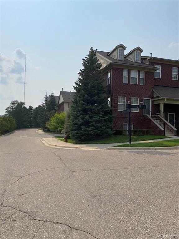 23203 Cornerstone Village Dr, Southfield, MI 48075 (MLS #2210066424) :: Kelder Real Estate Group