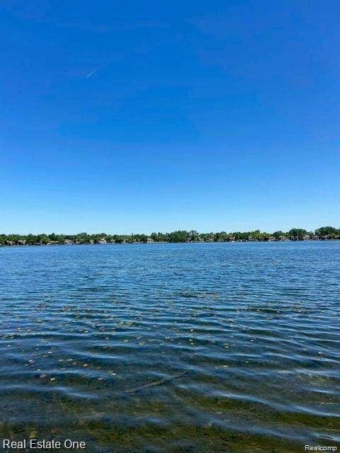 VACANT Galaxy Way, Lake Orion, MI 48362 (MLS #2210071540) :: The BRAND Real Estate
