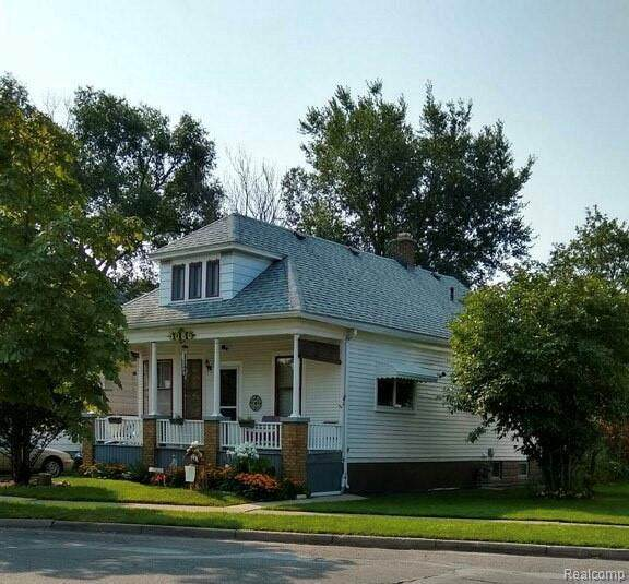 5086 Caniff St, Hamtramck, MI 48212 (MLS #2210071904) :: The BRAND Real Estate