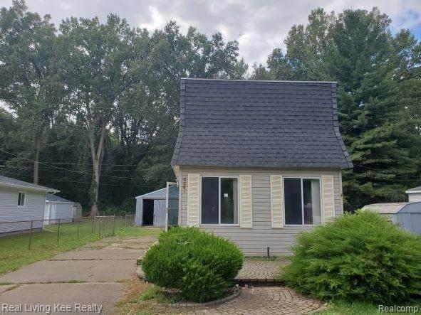 9246 Island Dr, Update, MI 48001 (MLS #2210076052) :: The BRAND Real Estate