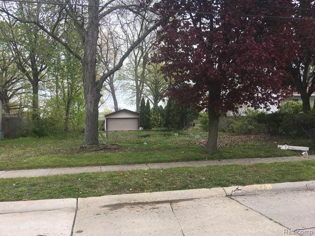 33112 Robeson St, Saint Clair Shores, MI 48082 (MLS #2210077193) :: The BRAND Real Estate