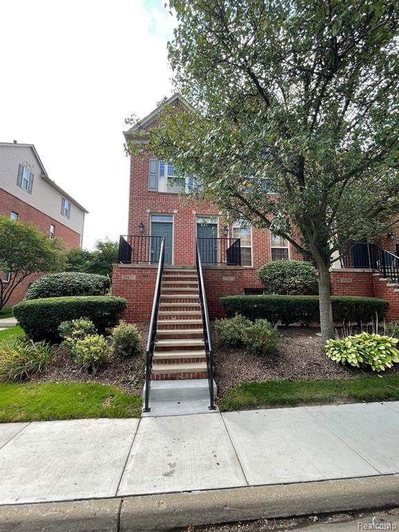 39455 Springwater Dr, Northville, MI 48168 (MLS #2210078799) :: The BRAND Real Estate
