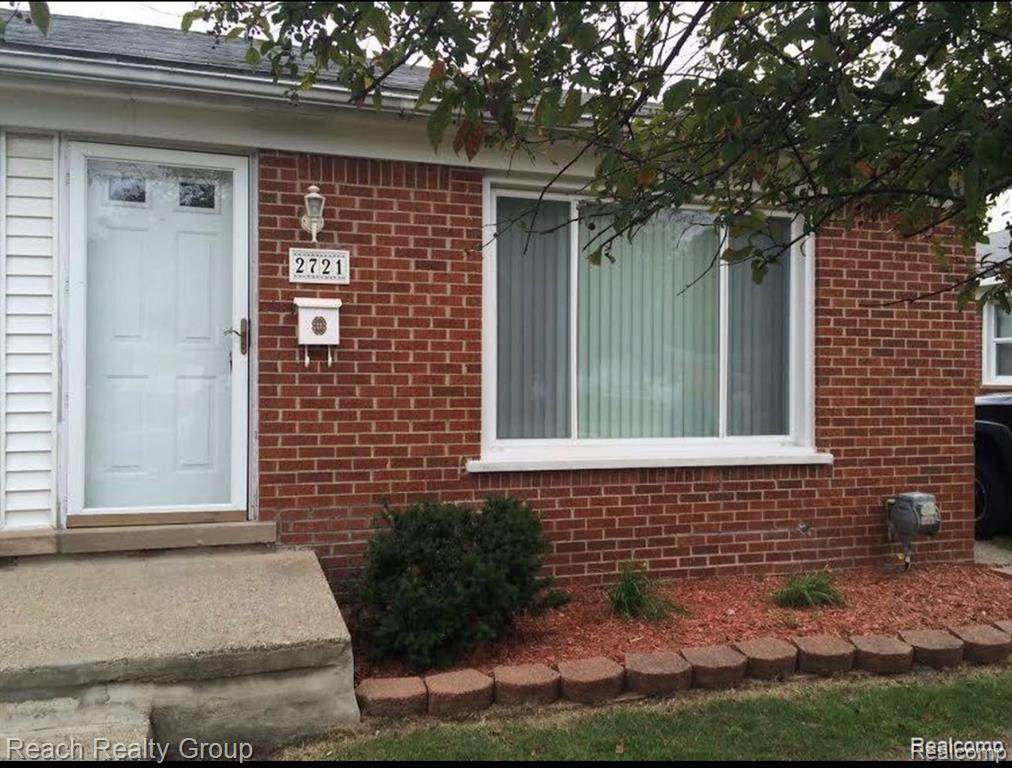 2721 Ackley Ave - Photo 1