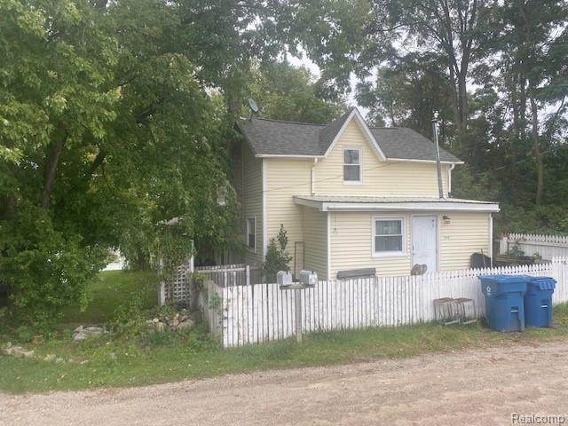 110 N Broad St, Holly, MI 48442 (MLS #2210086089) :: The BRAND Real Estate