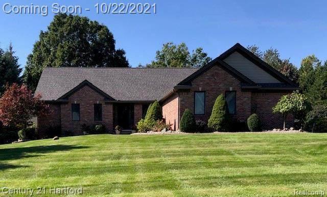 11305 Tyrone Trail, Fenton, MI 48430 (MLS #2210087336) :: The BRAND Real Estate