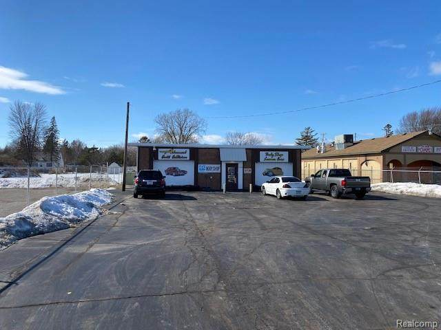 5120 Dixie Hiwy, Saginaw, MI 48601 (MLS #2210010101) :: The BRAND Real Estate