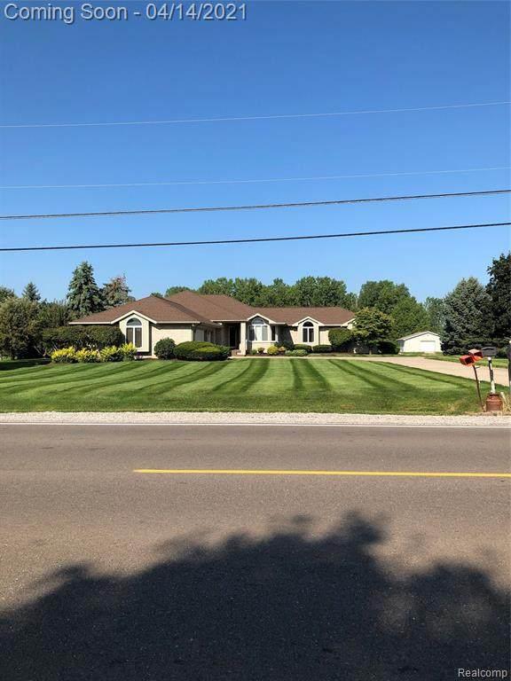 2092 S Seymour Rd, Swartz Creek, MI 48473 (MLS #2210023934) :: The BRAND Real Estate