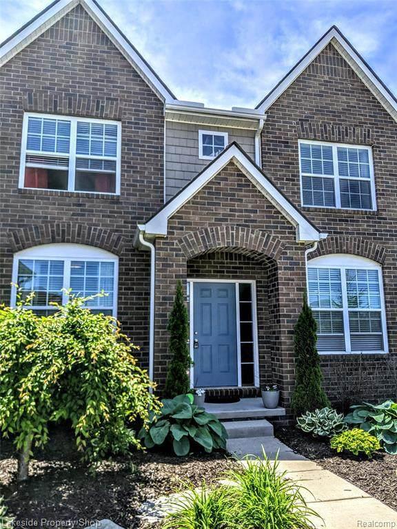 810 Birchwood Crt, Oakland, MI 48363 (MLS #2210025889) :: The BRAND Real Estate
