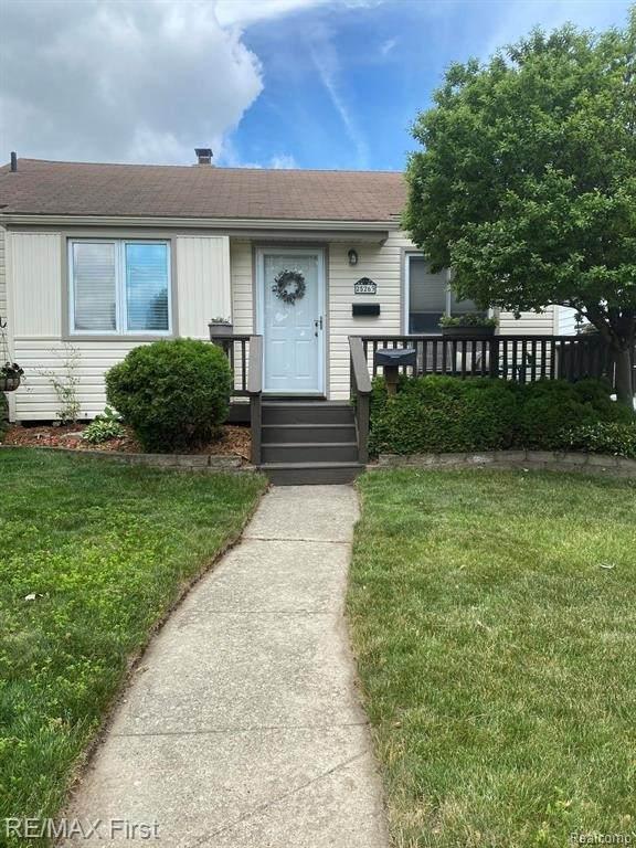 25263 Lehner St, Roseville, MI 48066 (MLS #2210043467) :: The BRAND Real Estate