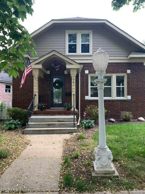 335 W Sibley St, Howell, MI 48843 (MLS #2210031581) :: The BRAND Real Estate