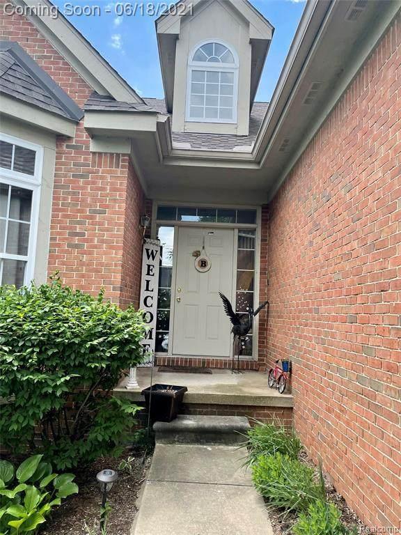 11152 Woodfield Pkwy, Grand Blanc, MI 48439 (MLS #2210045105) :: The BRAND Real Estate