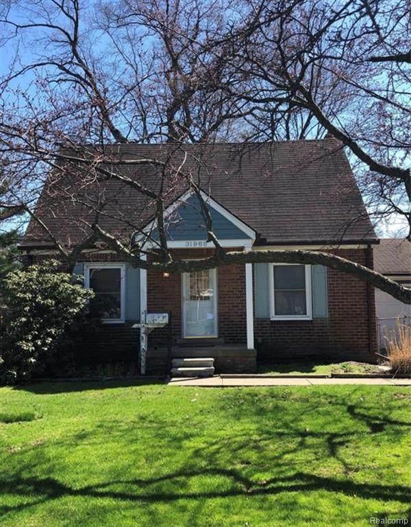 31965 Marquette St, Garden City, MI 48135 (MLS #2210010812) :: The BRAND Real Estate