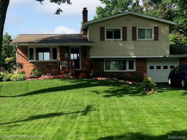 15280 Riviera Shores Dr, Holly, MI 48442 (MLS #2210023831) :: The BRAND Real Estate