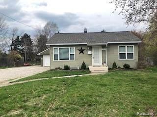 801 Forest Dr, Fenton, MI 48430 (MLS #2210023921) :: The BRAND Real Estate