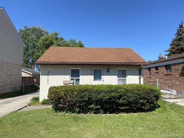 30791 Alger Blvd, Madison Heights, MI 48071 (MLS #2210040054) :: Kelder Real Estate Group