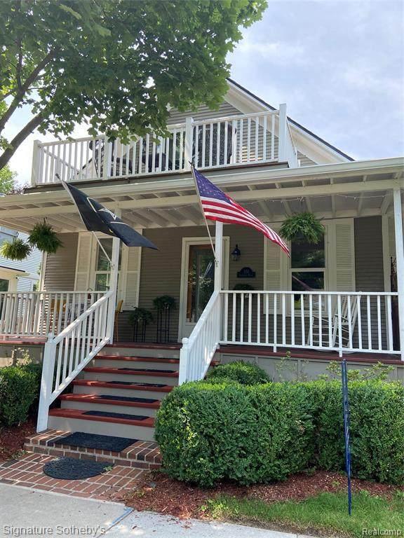 351 Roosevelt Plc, Grosse Pointe, MI 48230 (MLS #2210045484) :: Kelder Real Estate Group