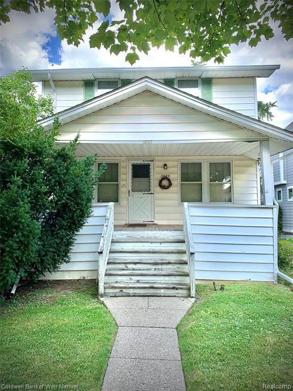 1587 S Bates St, Birmingham, MI 48009 (MLS #2210062948) :: The BRAND Real Estate