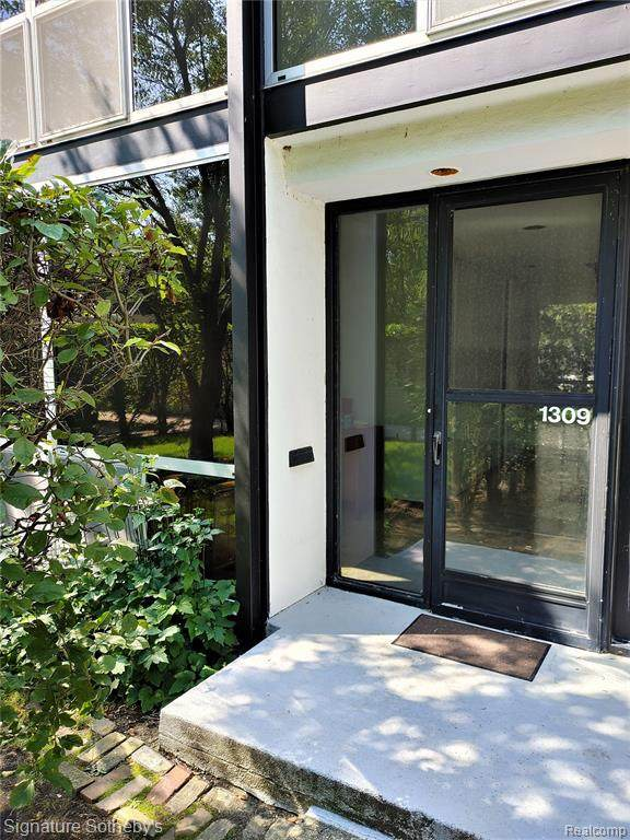 1309 Nicolet, Detroit, MI 48207 (MLS #2210068437) :: The BRAND Real Estate